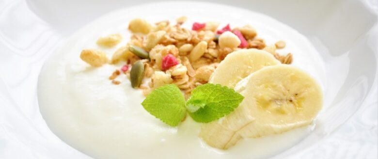 バナナとヨーグルトのイメージ画像