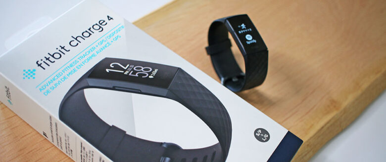 fitbit charge4のパッケージ写真