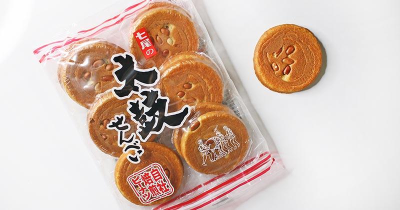 七尾製菓 太鼓せんべい:パッケージと中身1枚(撮影写真)