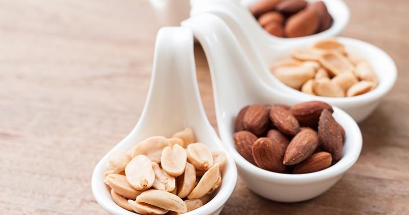 アーモンドとピーナッツの写真(イメージ画像)